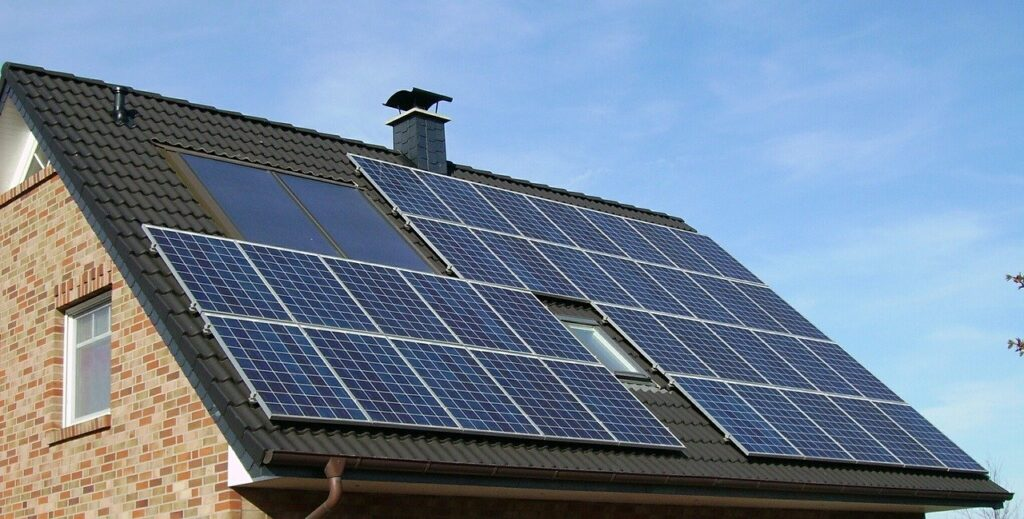 How Does Heat Affect Solar Panel Efficiency?